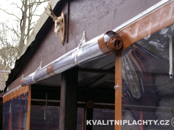 Oplaštění restaurace detail uchycení dveřní části